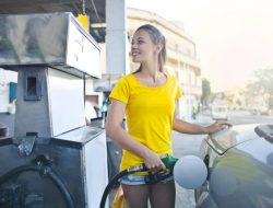 tips agar mobil irit bahan bakar